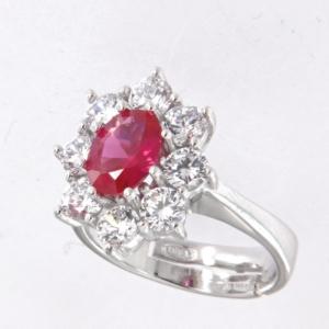 Anello contorno stile principessa con centrale colore rubino