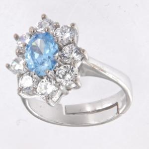 Anello contorno stile principessa con centrale colore topazio azzurro